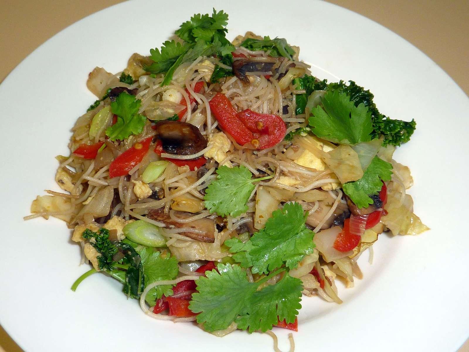 Thai-red-fried-noodles_lynne_500k