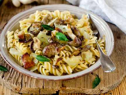 Green Coriander Sauce with Pasta