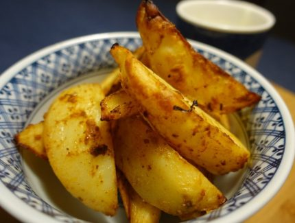 Spicy Wedges with Quick Yoghurt Dipper