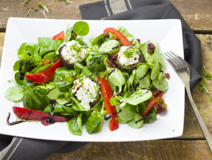 Simple Goats Cheese Green Salad