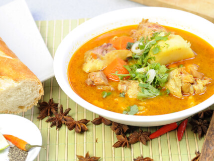 Vietnamese Chicken Curry with Carrots and Potatoes